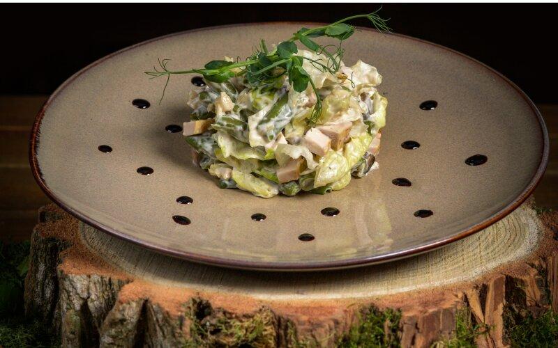 Салат из куриного филе со спаржевой фасолью