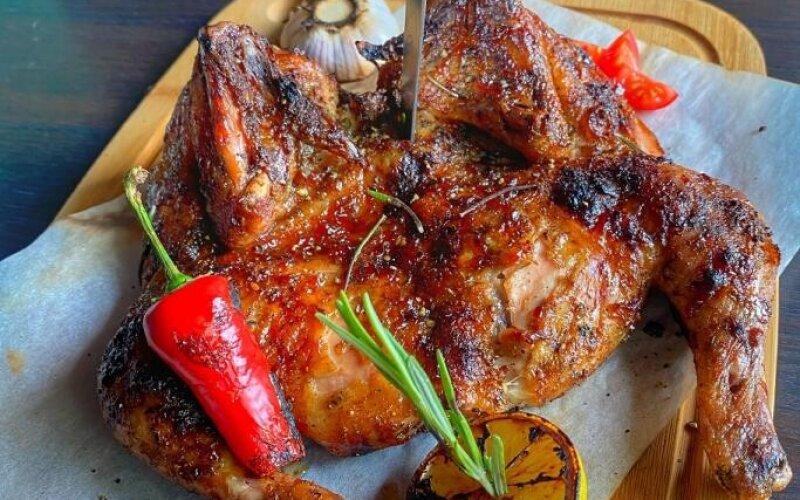 Цыплёнок «Корнишон» в глазури на углях