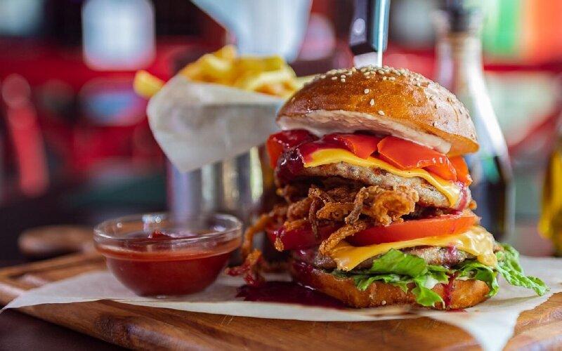 Бургер «Двойной Цезарь с уткой»