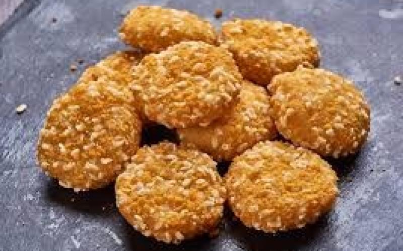 Сырные монетки с соусом