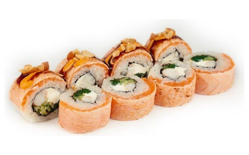 Ролл с лососем татаки и бланшированым шпинатом