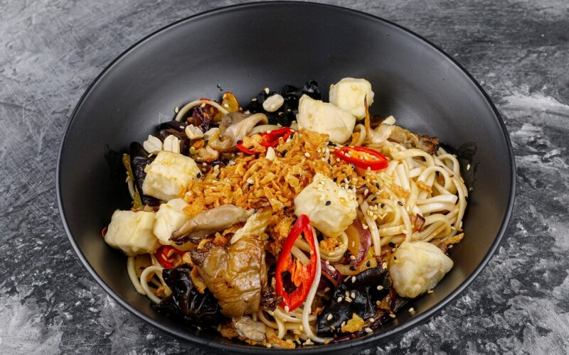 Удон с тофу и грибами
