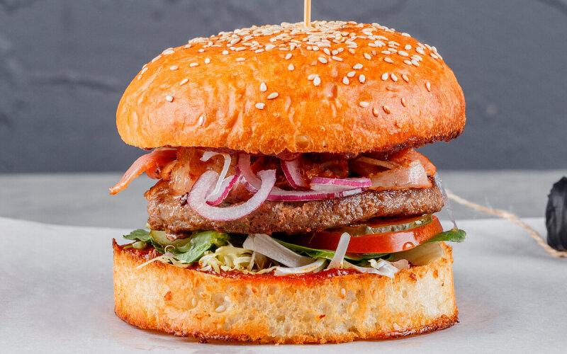 Terra Burger с говядиной и соусом Ballantine's