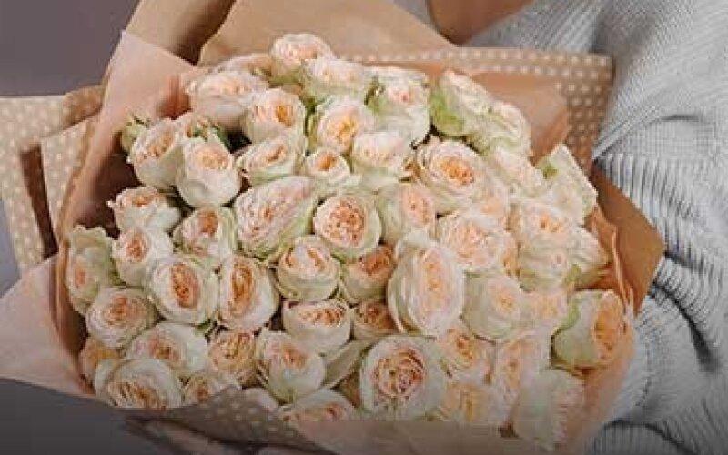 """Букет из 11 пионовидных роз """"Pavlova"""" с упаковкой"""