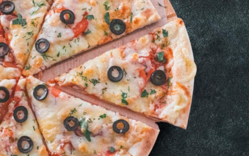 Пицца «Капричиоза» с кукурузой