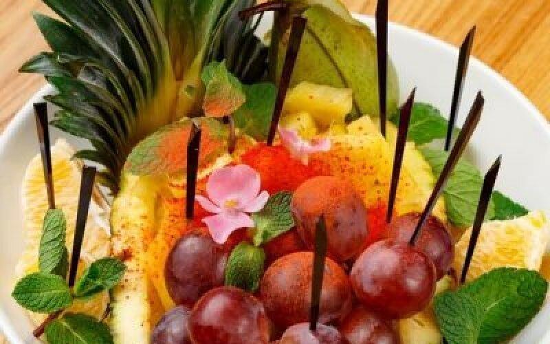 Ассорти из сезонных фруктов