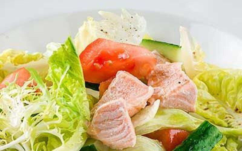 Салат Лагуна овощной с семгой