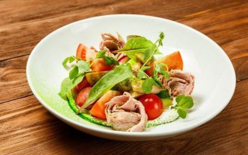 Салат из утки с боровиками и мягким сыром
