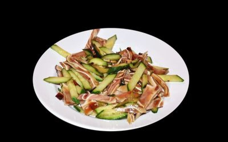 Салат из свиных ушей с огурцами
