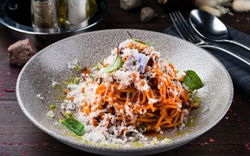 Спагетти с баклажаном и козьим сыром