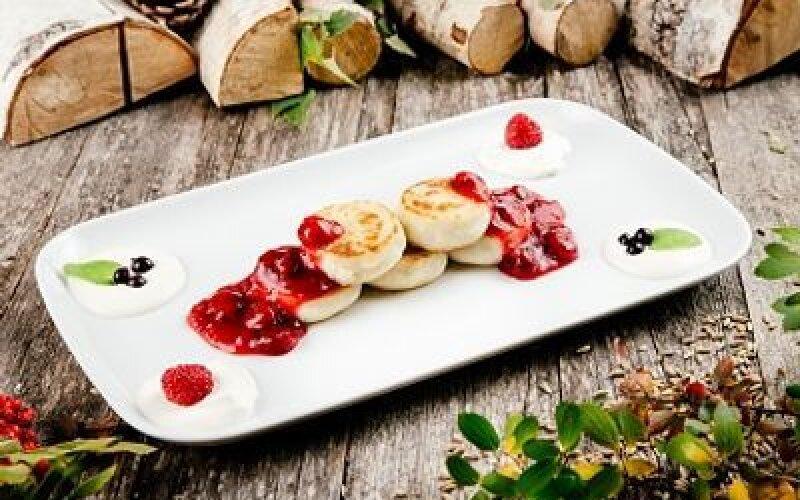 Сырники с вишневым киселем