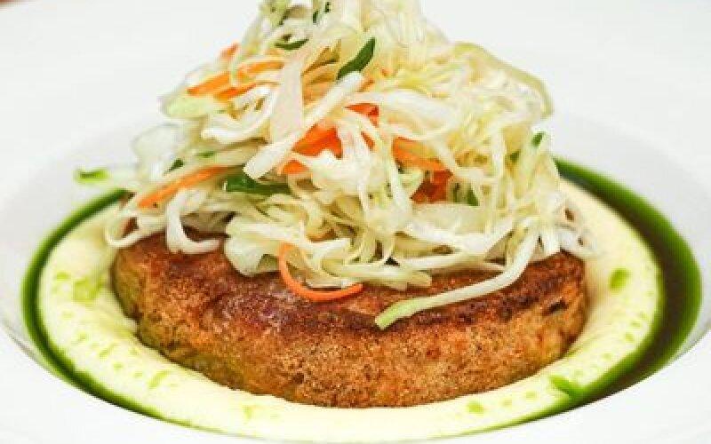Котлета Цветок Папоротника с картофельным пюре и капустным салатом
