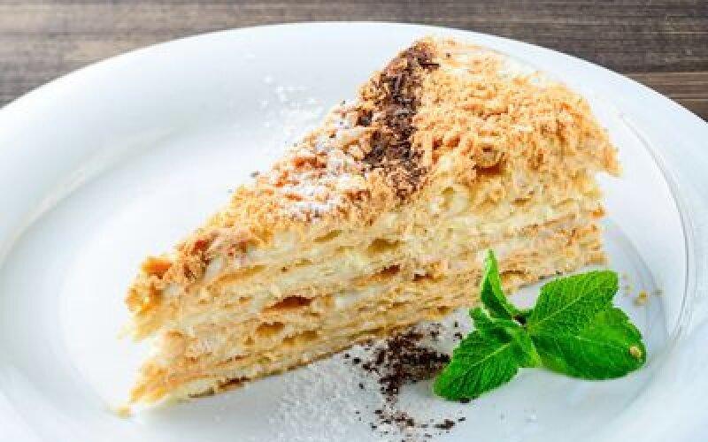 Слоеный торт Наполеон