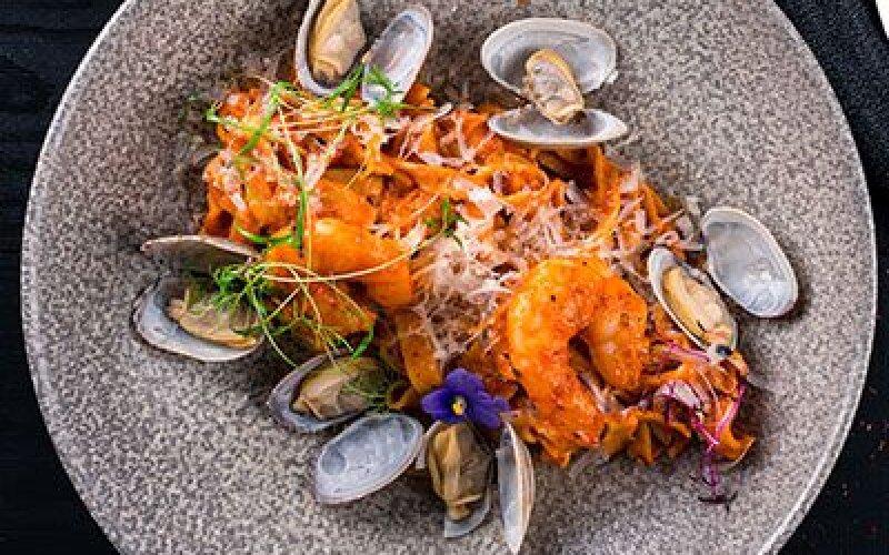 Тальятелле с морепродуктами под соусом биск