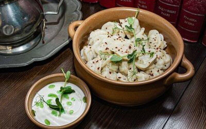 Домашние колдуны со свининой, запеченные со сметаной и сыром