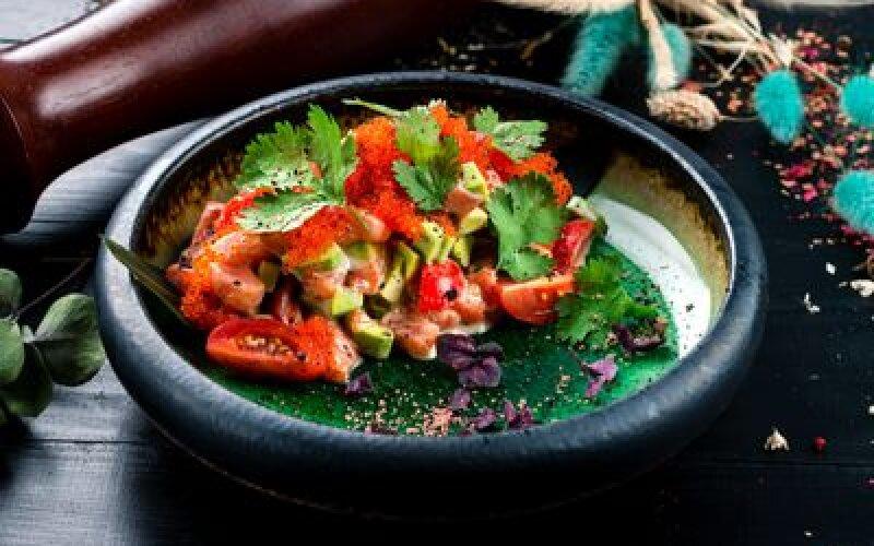 Севиче из лосося и авокадо