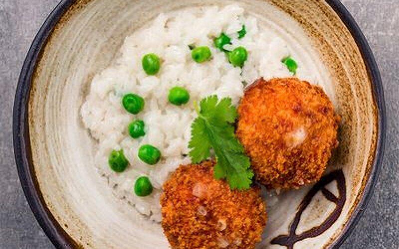 Котлетки из лосося с рисом