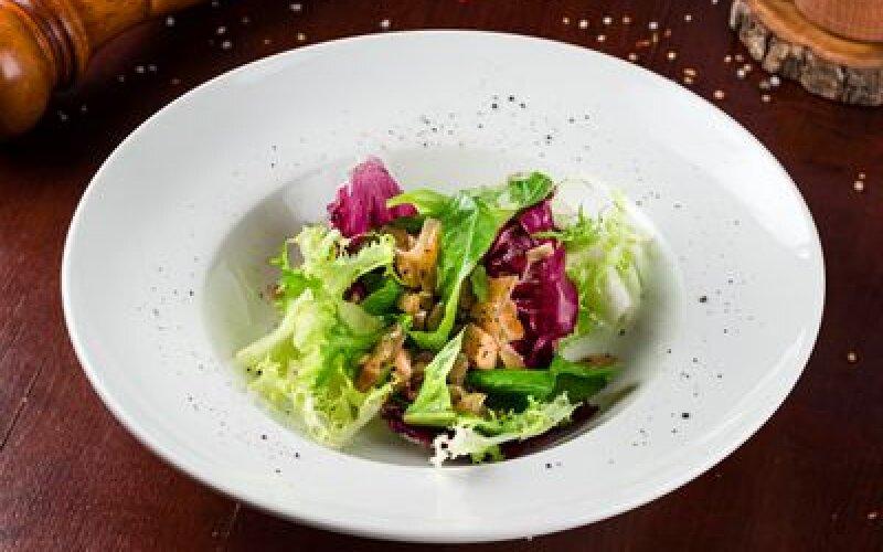 Салат с жаренными боровиками