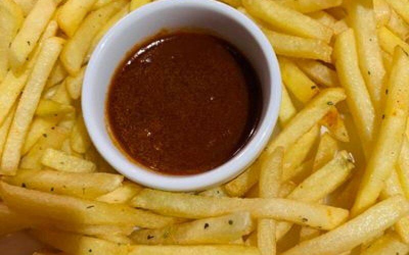 Картофель фри с соусом BBQ
