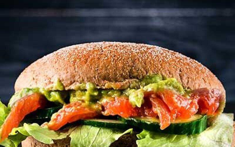 Сэндвич с семгой и гуакомоле