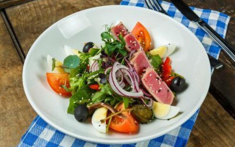 Салат из тунца гриль