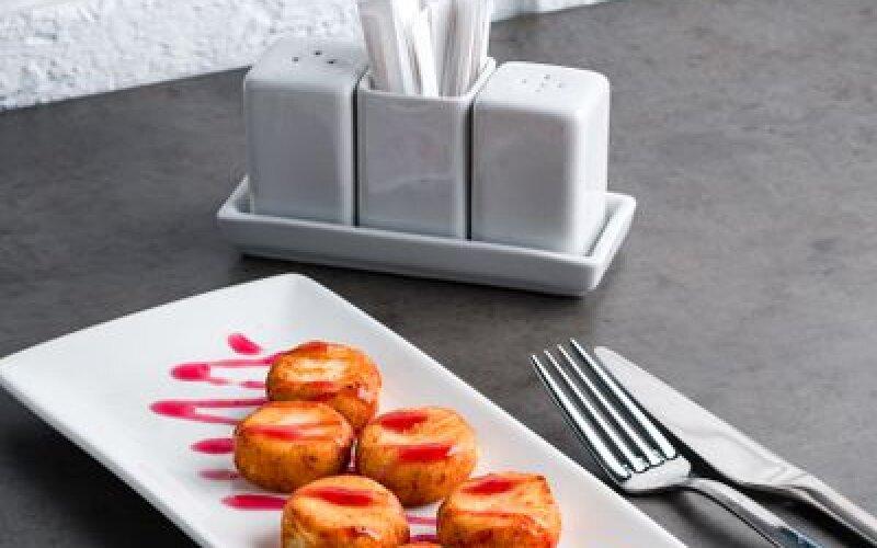 Сырники с вишневым топпингом