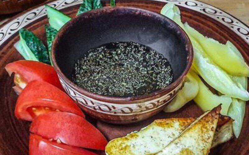 Овощная тарелка с домашним жареным сыром