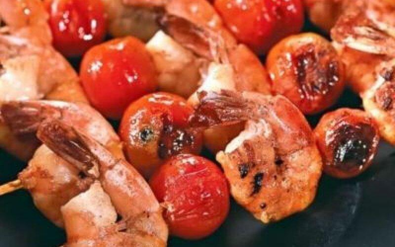 Креветки с томатом черри