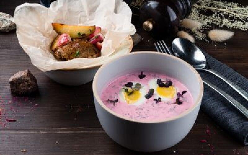 Холодный свекольный суп с молодым картофелем