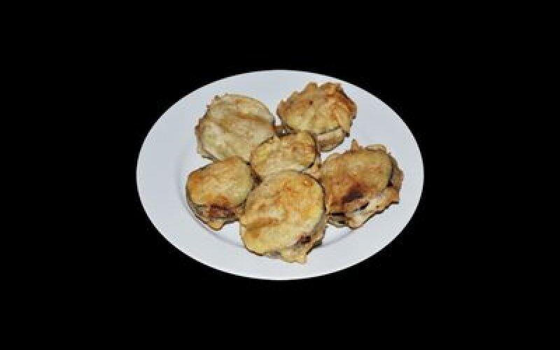 Баклажаны, фаршированные мясом, жареные во фритюре
