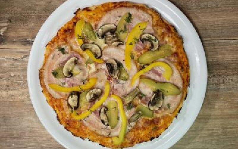 Пицца с маринованными огурчиками