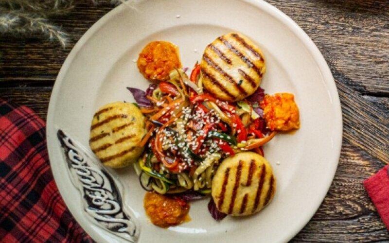 Котлеты из индейки со спагетти из овощей