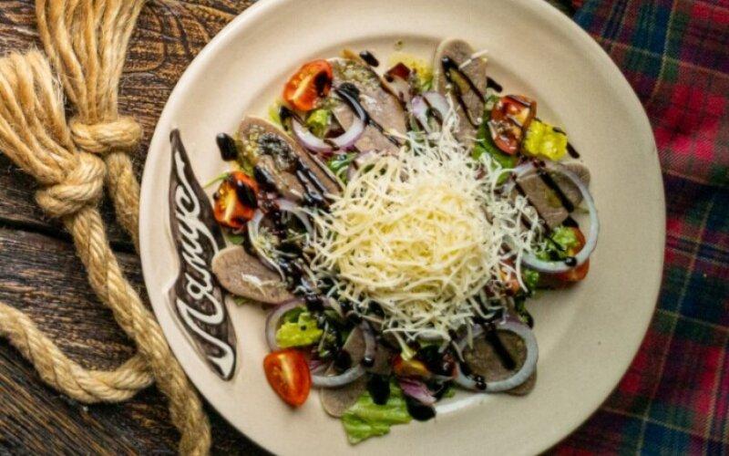 Салат из языка с сыром