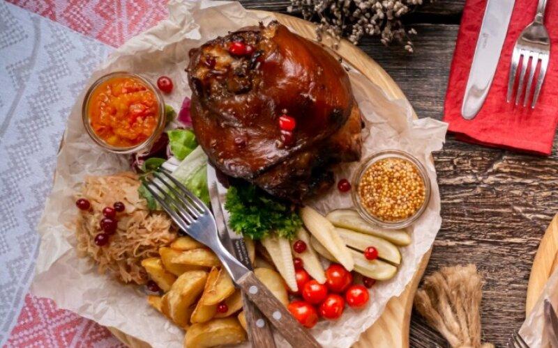 Горячее блюдо «Вепрево колено»