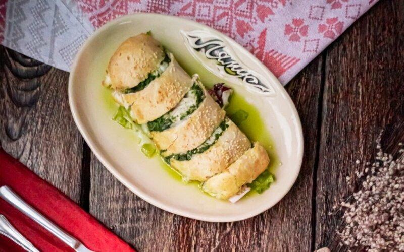 Филе хека со шпинатом в слоеном тесте