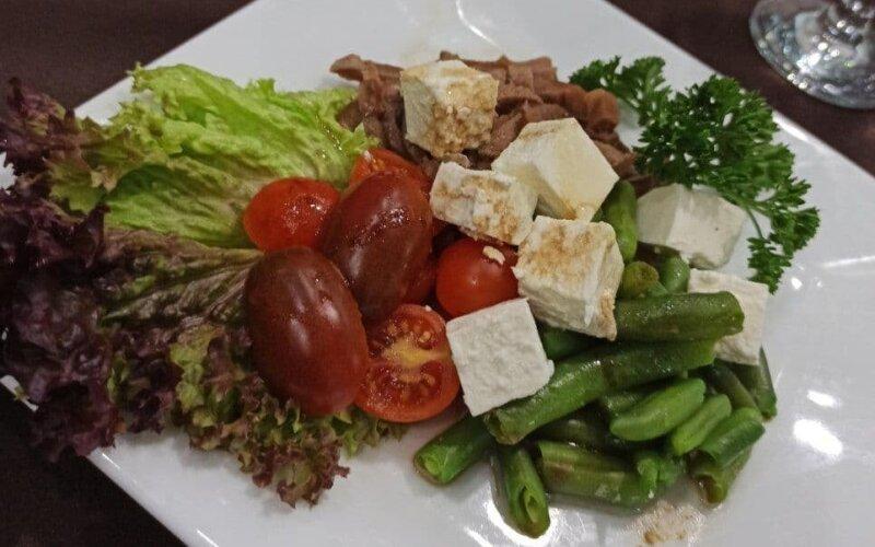 Тёплый салат с языком