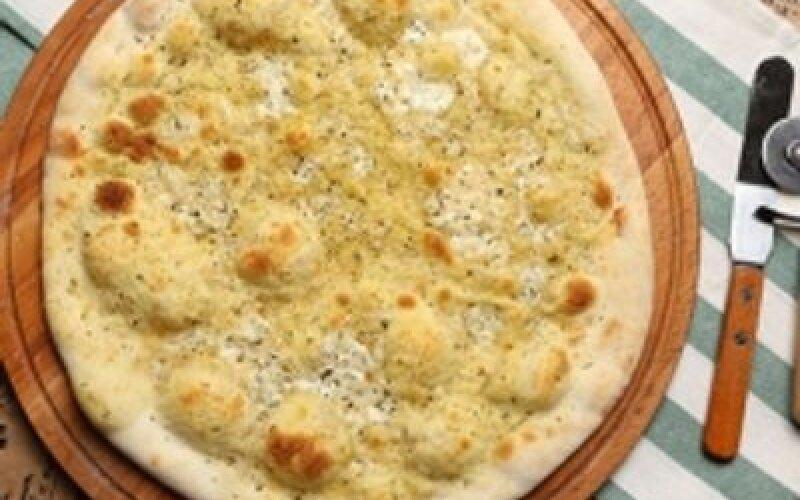 Пицца с сыром Моцарелла и Песто