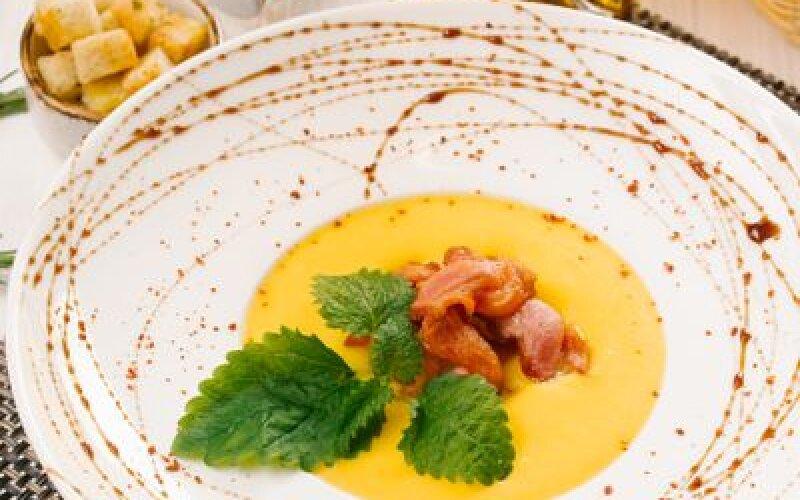 Суп-крем из тыквы с чипсами из бекона