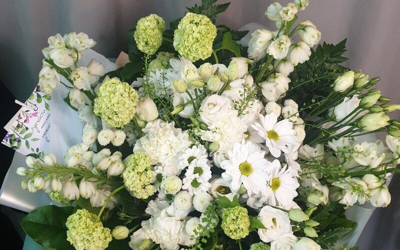 Букет цветов «Зелёная лужайка»