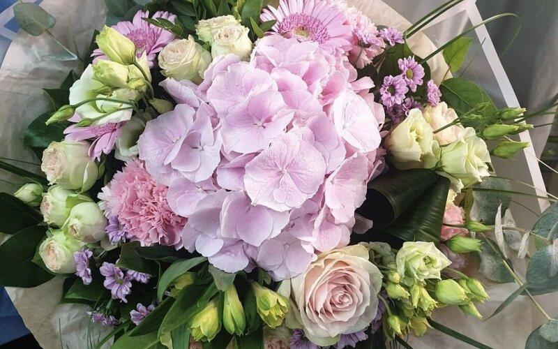 Букет цветов «Розовая гортензия»