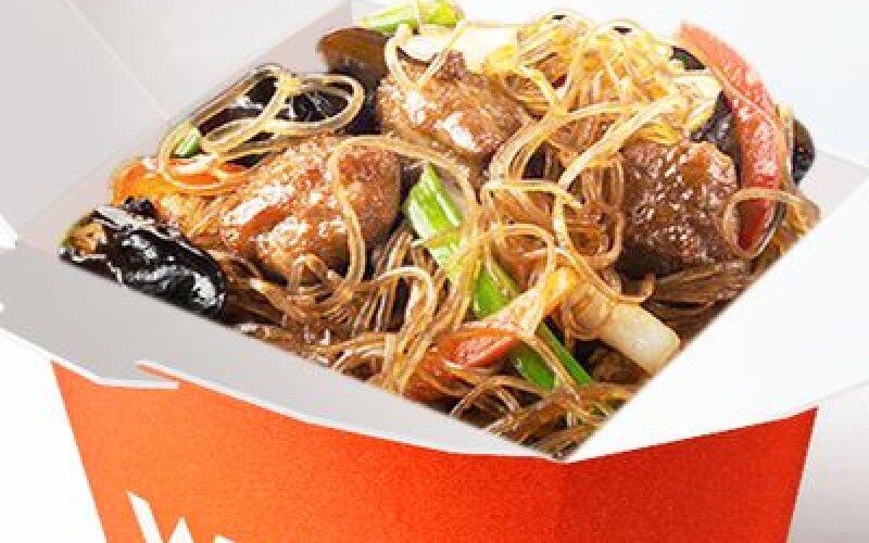 Утка в соусе по-пекински со стеклянной лапшой