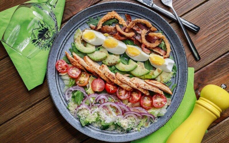 Кобб-салат с цыплёнком