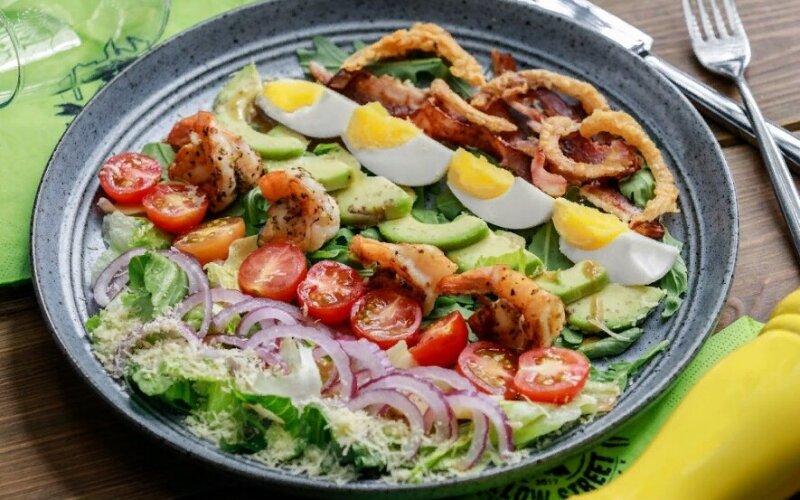 Кобб-салат с креветками