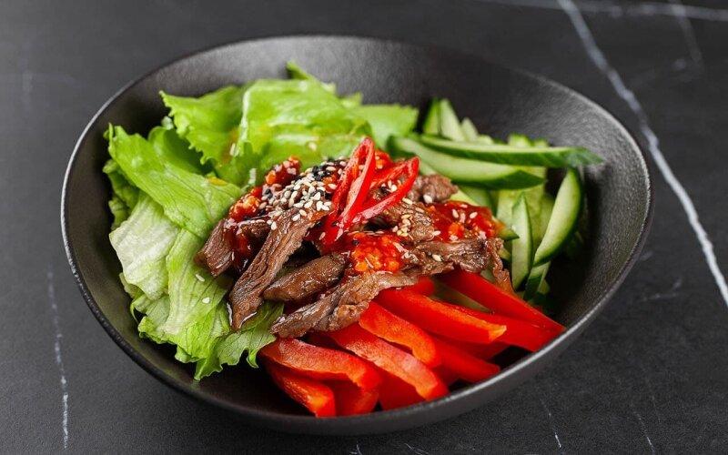Тёплый салат «Тайский» с говядиной