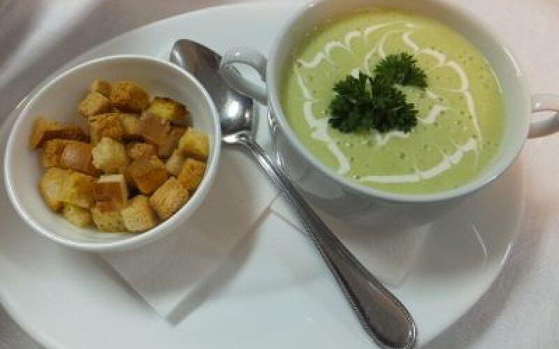 Суп-пюре из лука-порея с капустой брокколи