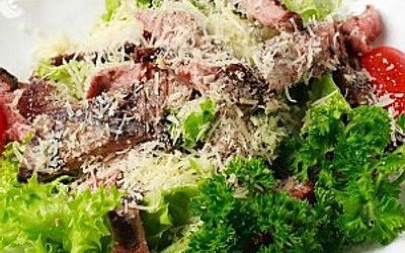 Тёплый салат сростбифом