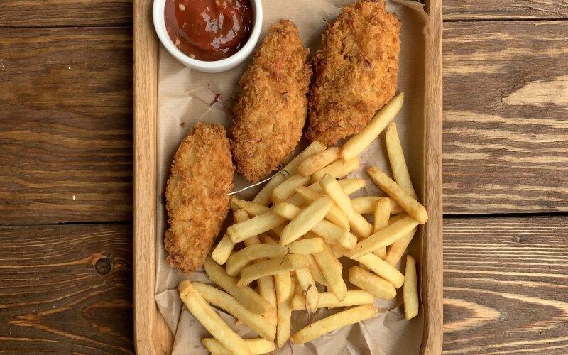 Куриное филе с картошкой фри