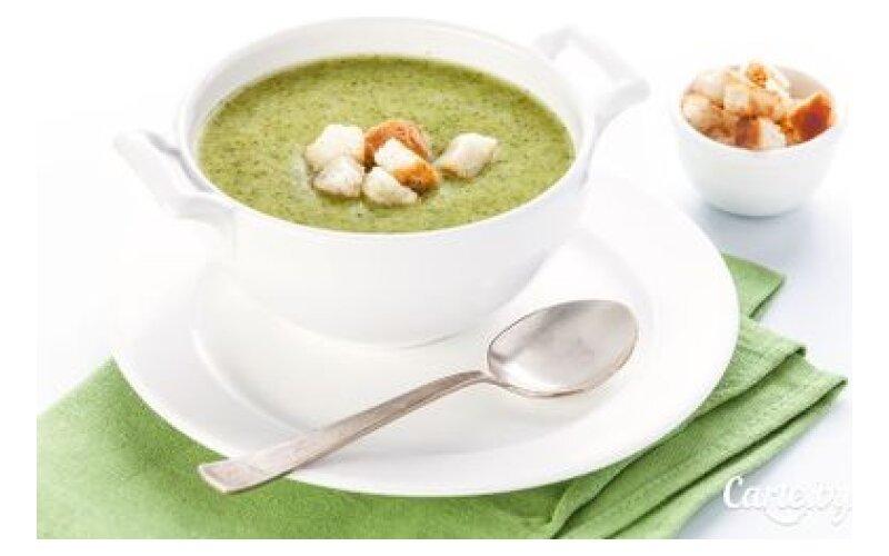 Суп-пюре изброкколи илука-порея счесночными гренками