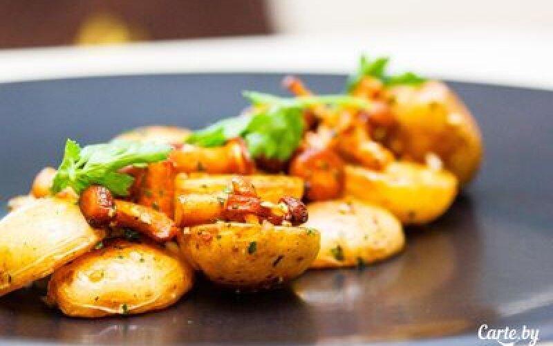 Картофель сжареными грибамиилуком