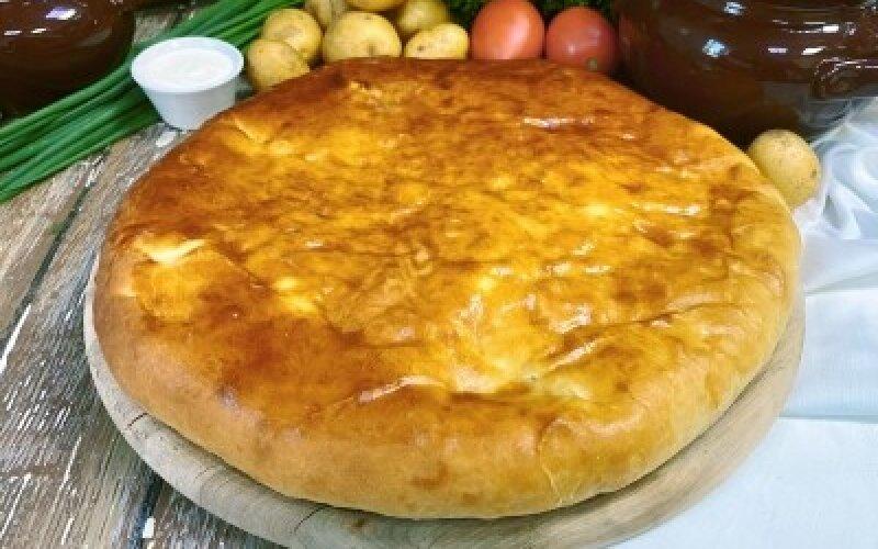Осетинский пирог с картофелем, беконом и грибами